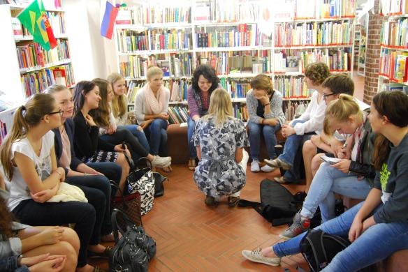 Die Klasse bei dem Gespräch mit Tamta Melaschwili
