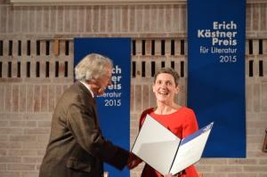 Dr. Andreas Bode überreicht den Preis an Felicitas Hoppe