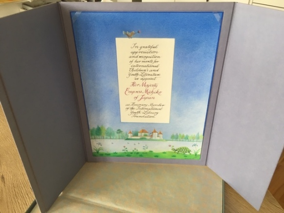 Urkunde über die Ehrenmitgliedschaft für Kaiserin Michiko